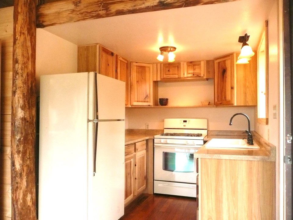 pond-cottage-olympic-peninsula-kitchen1