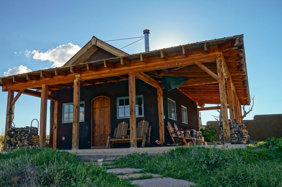 small-straw-bale-house-in-colorado-exterior5-via-smallhousebliss