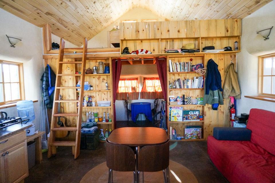 small-straw-bale-house-in-colorado-ldk1-via-smallhousebliss