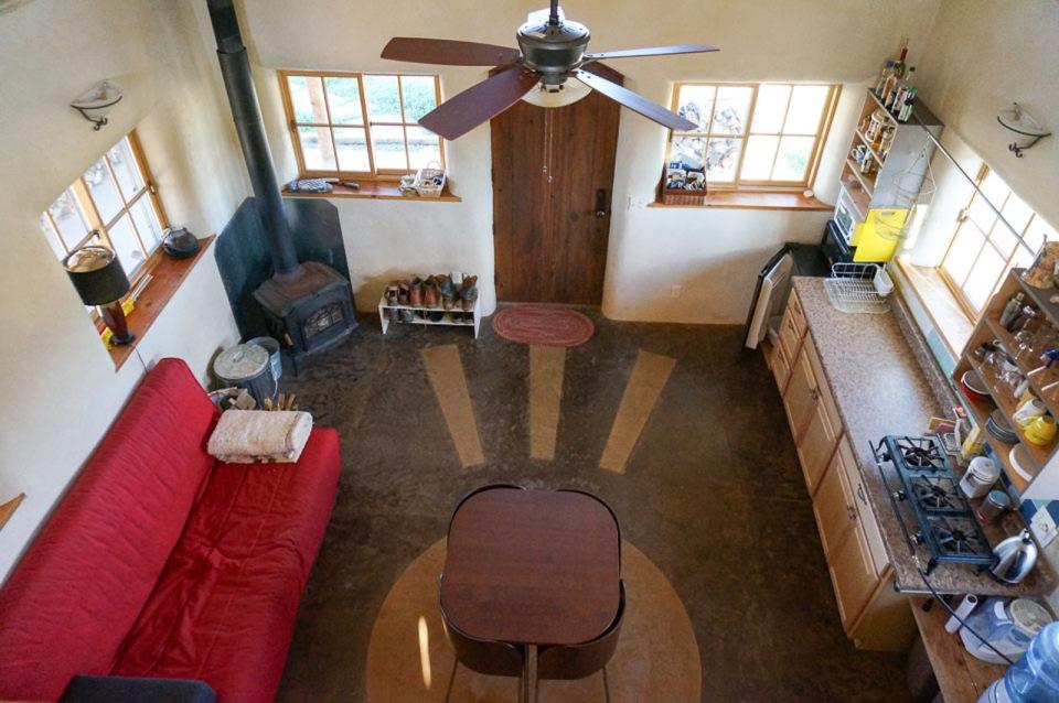 small-straw-bale-house-in-colorado-ldk4-via-smallhousebliss