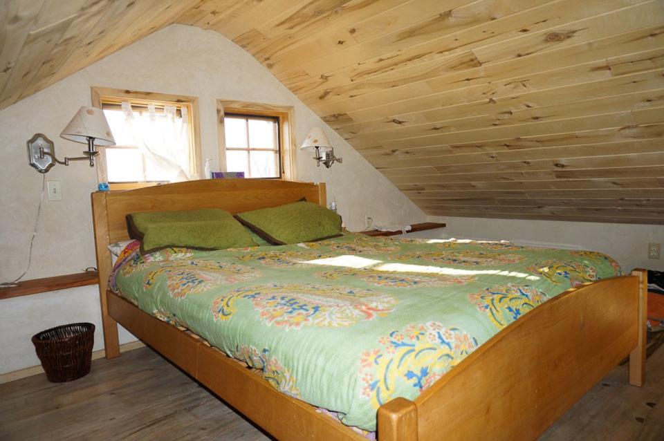 small-straw-bale-house-in-colorado-loft-bedroom-via-smallhousebliss