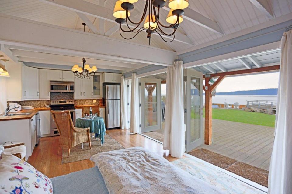 camano-island-beach-cottage-interior1-via-smallhousebliss