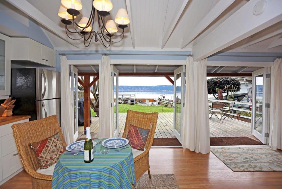 camano-island-beach-cottage-interior4-via-smallhousebliss