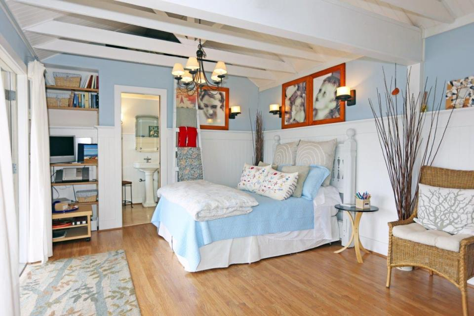 camano-island-beach-cottage-interior5-via-smallhousebliss