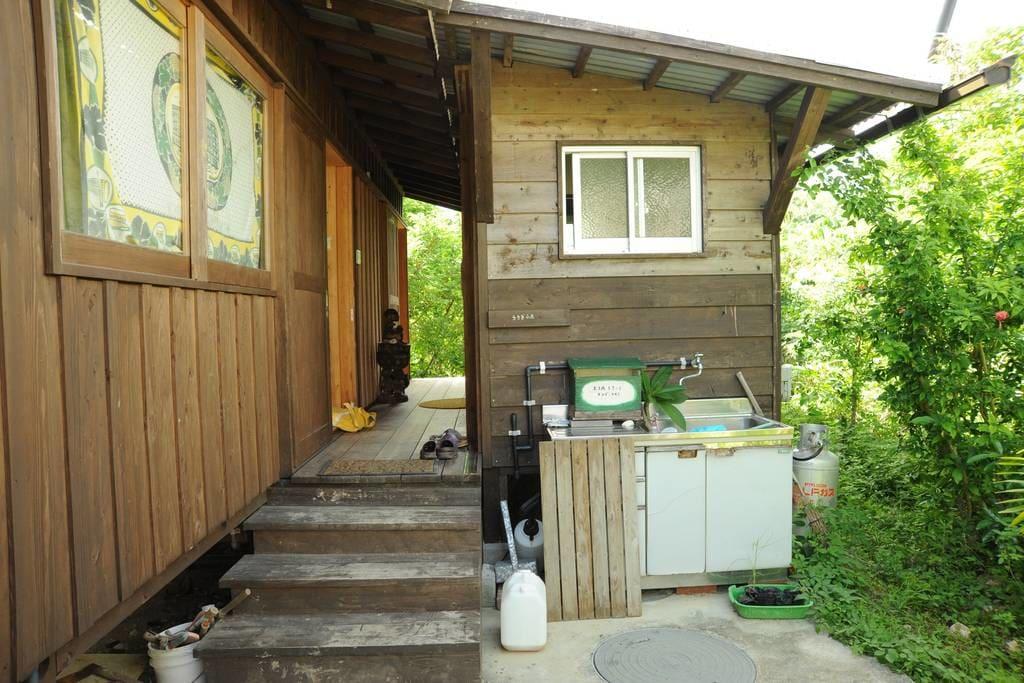 cozy-bungalow-in-japan-09
