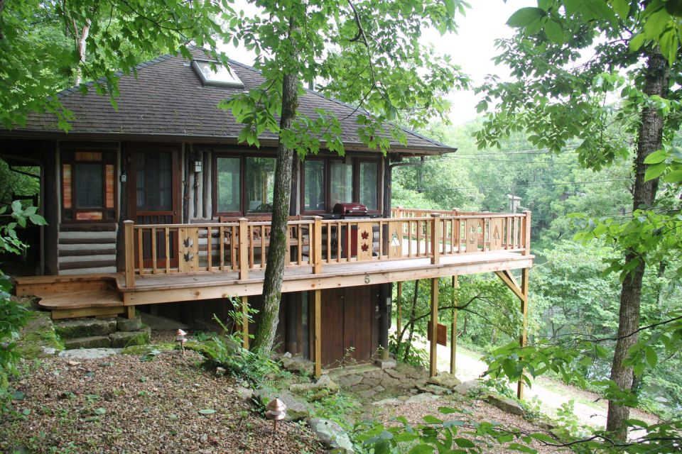 the-perch-ozarks-log-cabin-exterior1-via-smallhousebliss
