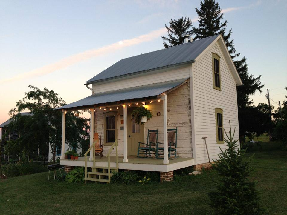 trout-river-log-cabin-exterior8-via-smallhousebliss