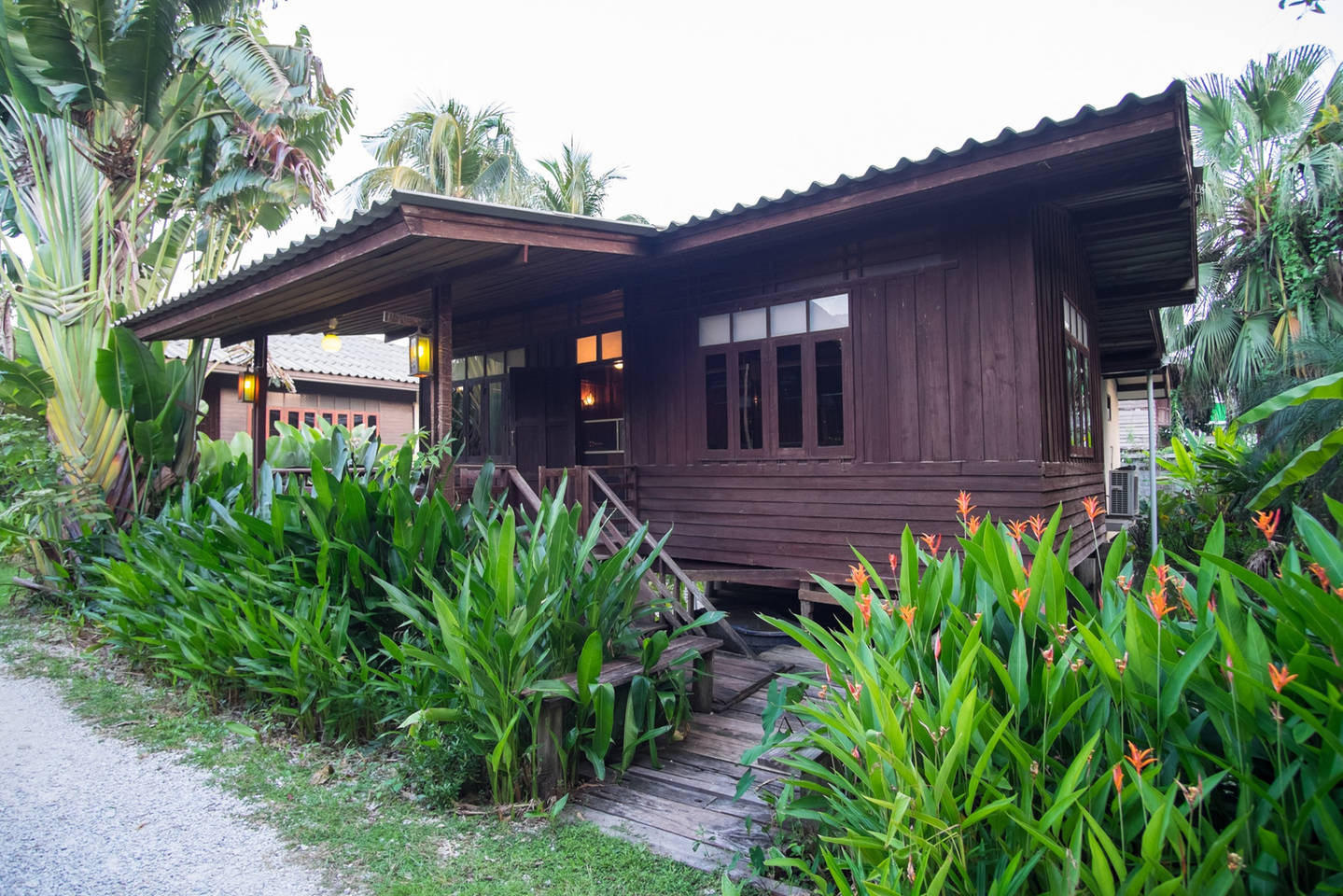 old-traditional-wooden-house-thailand-01