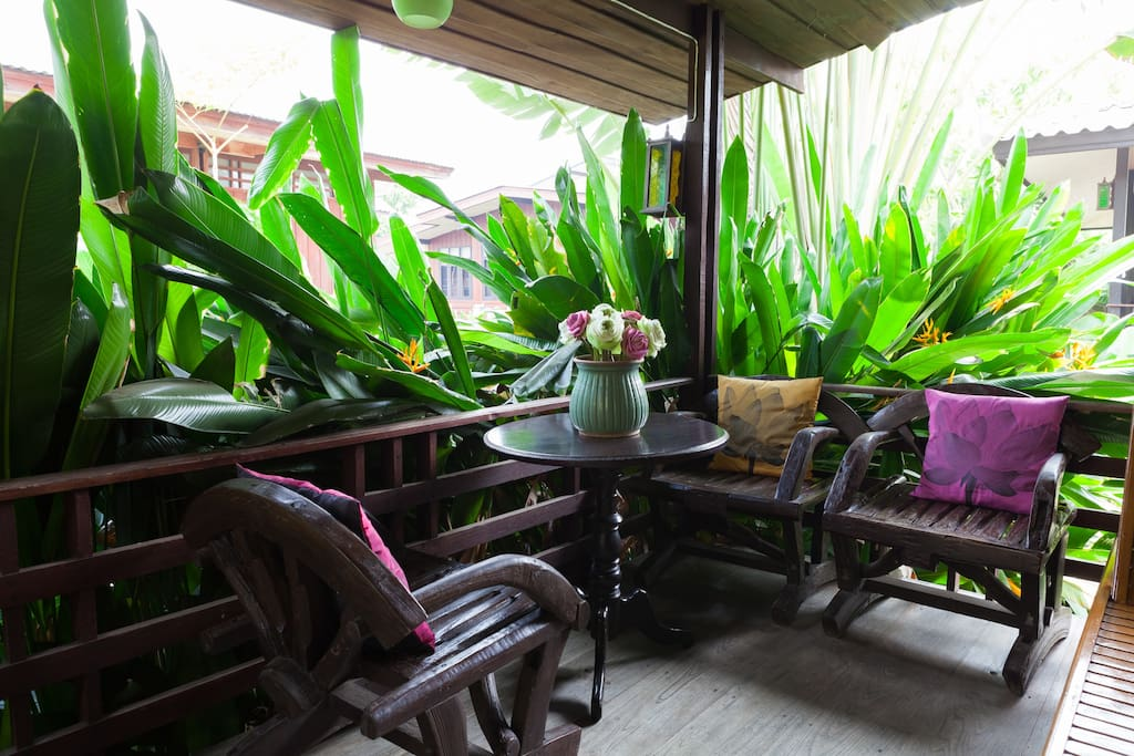 old-traditional-wooden-house-thailand-02