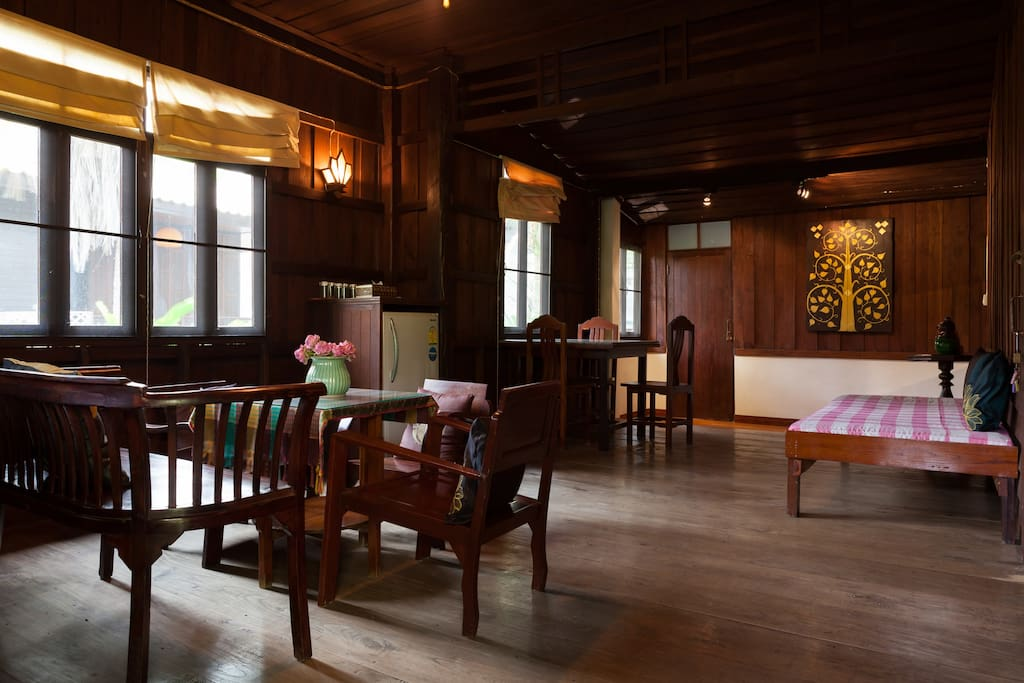old-traditional-wooden-house-thailand-03