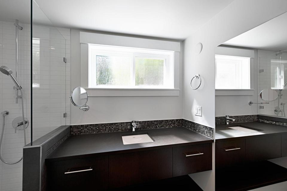 smallworks-elegant-cottage-bathroom2-via-smallhousebliss