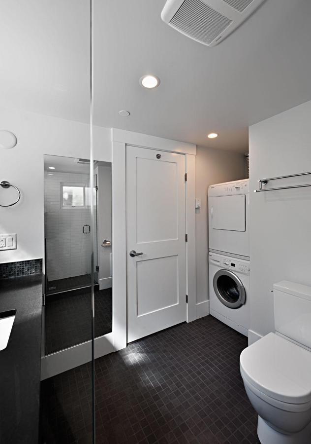 smallworks-elegant-cottage-bathroom3-via-smallhousebliss