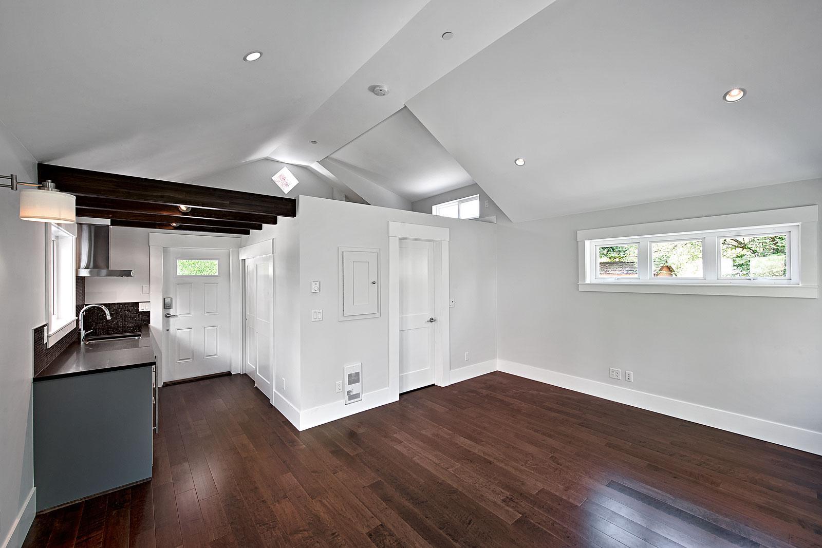smallworks-elegant-cottage-living-area2-via-smallhousebliss